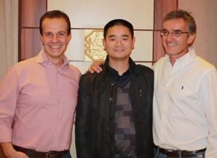 第三届亚太峰会与国外专家合影